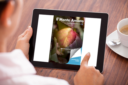 Riviste online PDF sul tablet con un effetto di capovolgimento di pagina